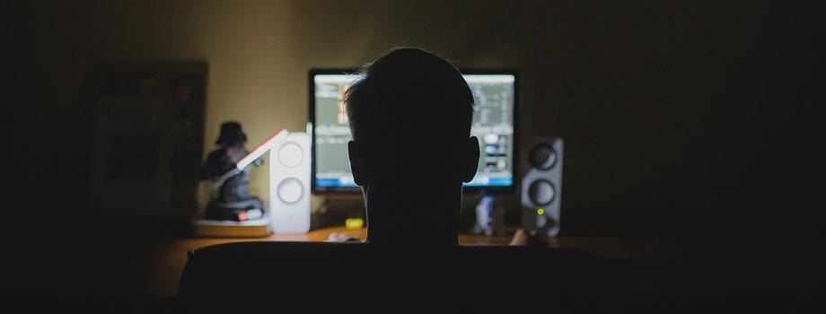 dark room 1 - La Falla más Grande de SHAREit y Cómo los Hackers se Están Aprovechando de Eso