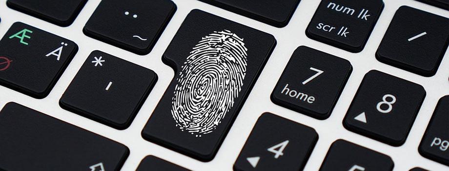 keyboard thumb 1 - 3 Pasos Fáciles a Seguir sobre Cómo Proteger tu Información Personal
